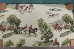 Foot stool White fabric with hunting scene